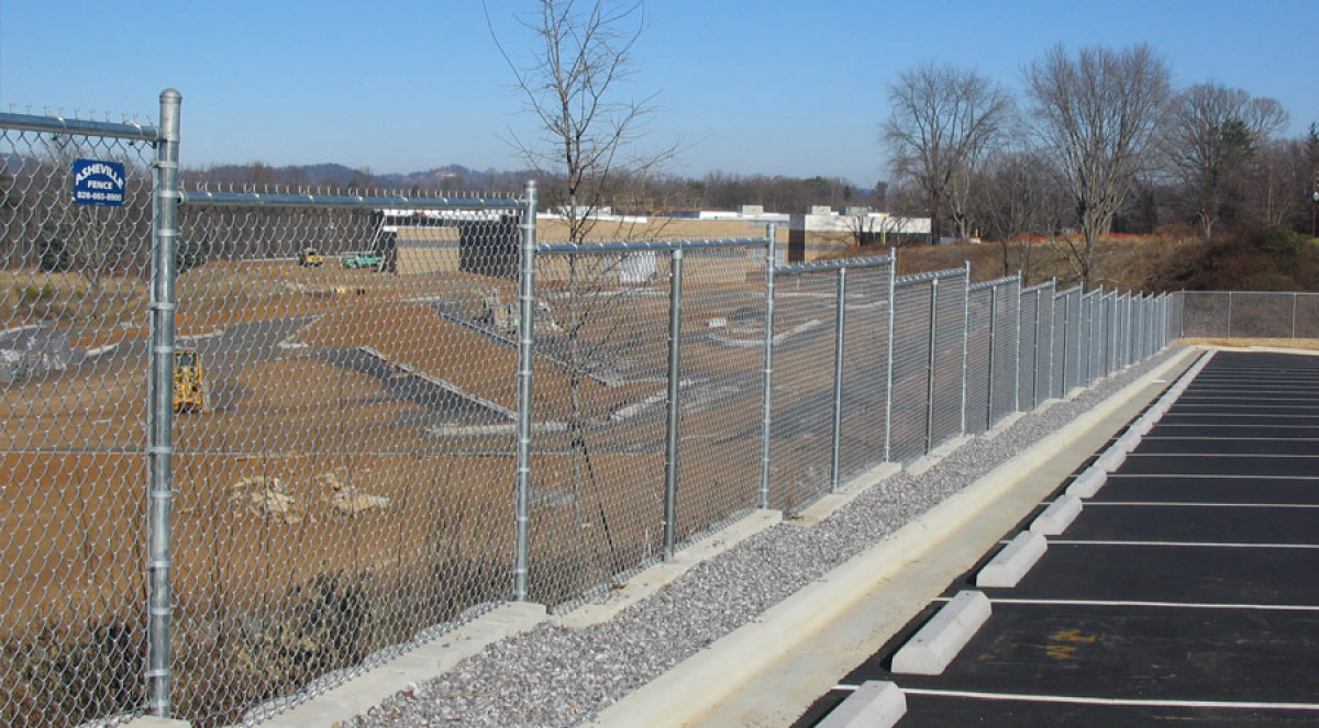 5 Questions to Ask Before Buying Your Commercial Fencing